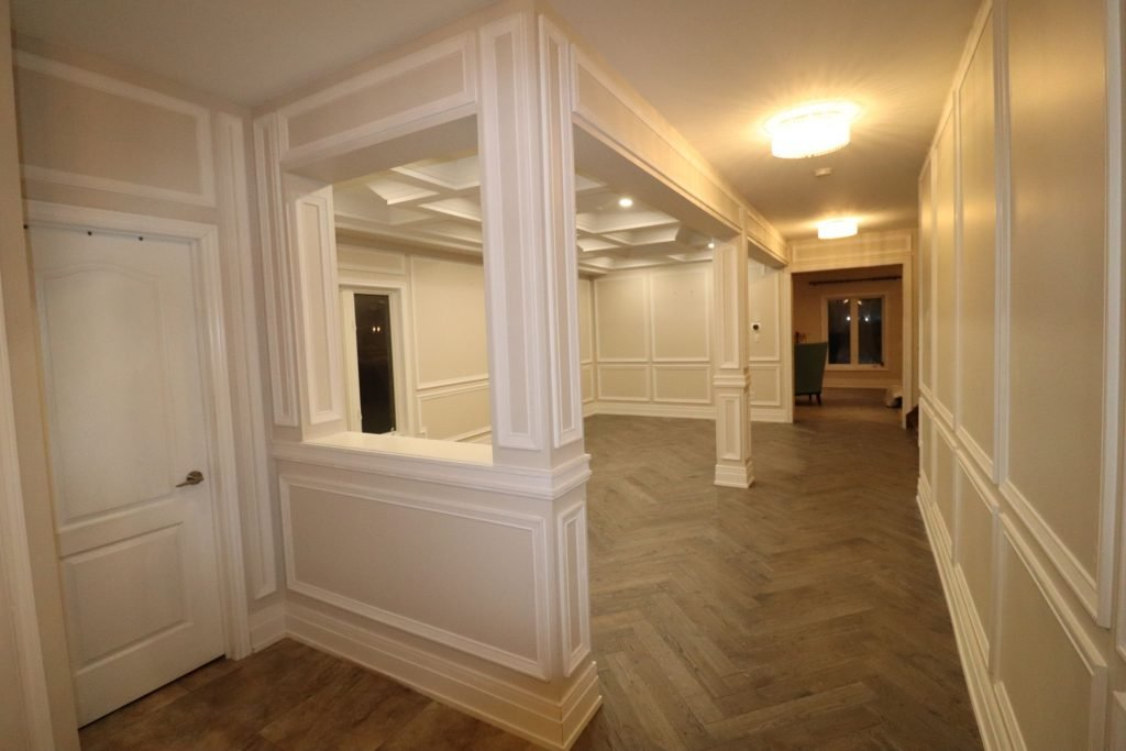 custom home with wainscoting wall décor